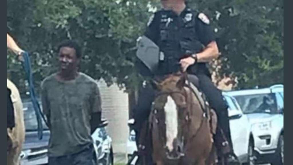 USA: Polizei führt schwarzen Verdächtigen am Strick ab