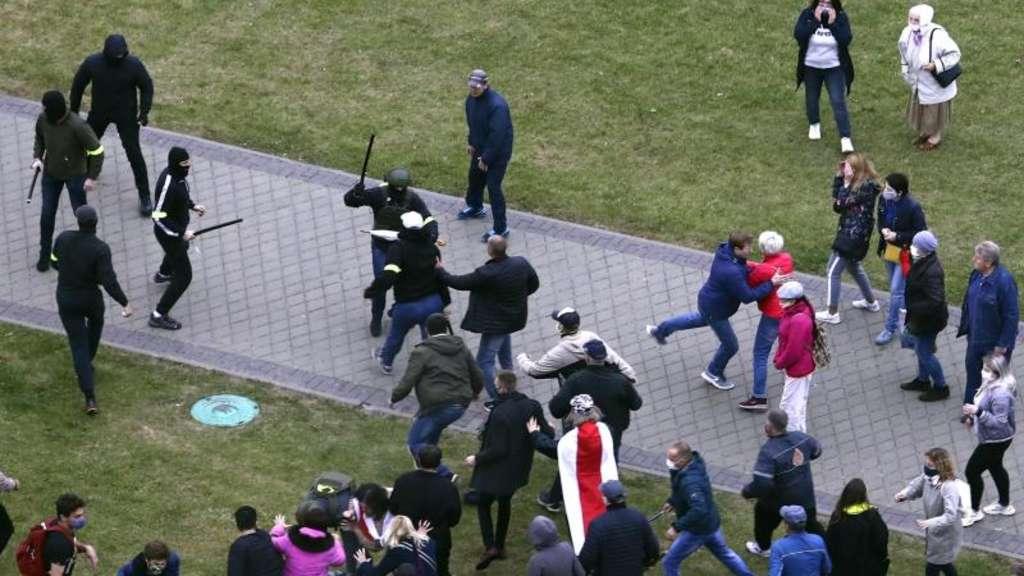 Protestmarsch in Belarus: Polizei nimmt zahlreiche Demonstrierende fest