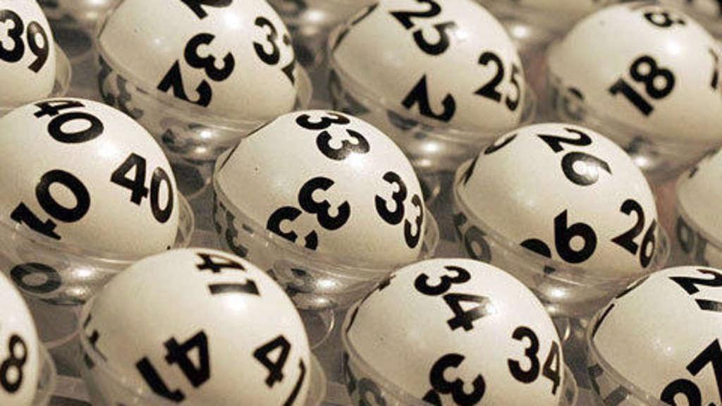 Lotto Weihnachten.Lotto Millionär Beschenkt Arme Panorama