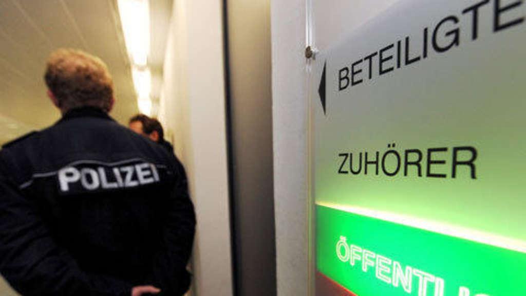 Schläger trotz neuer Anklage frei   Polizei