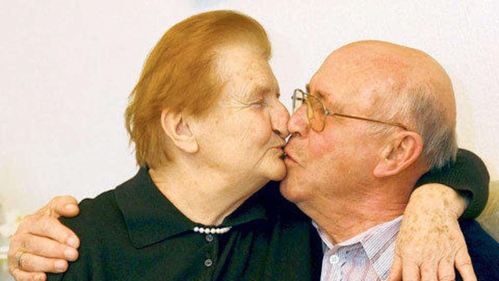 Dating nach 60 Jahren Ich bin Datierung eines dummen Kerls