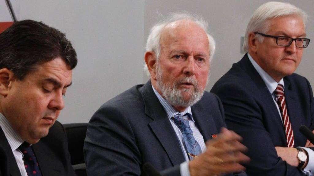 Resultado de imagen de ernst ulrich Weizsäcker Sigmar Gabriel SPD sofortprogramm 2011