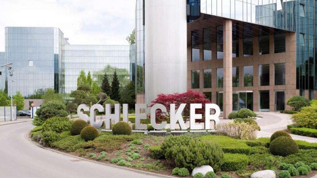 33e1c8a8794b35 Die verspiegelte Fassade der Schlecker-Zentrale im schwäbischen Ehingen an  der Donau  Das Unternehmen