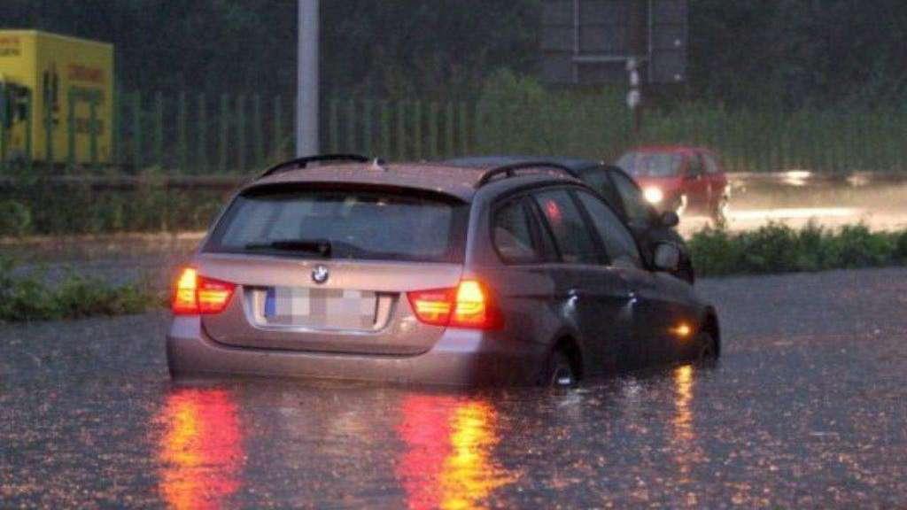Wer Zahlt Fur Uberschwemmte Autos Auto