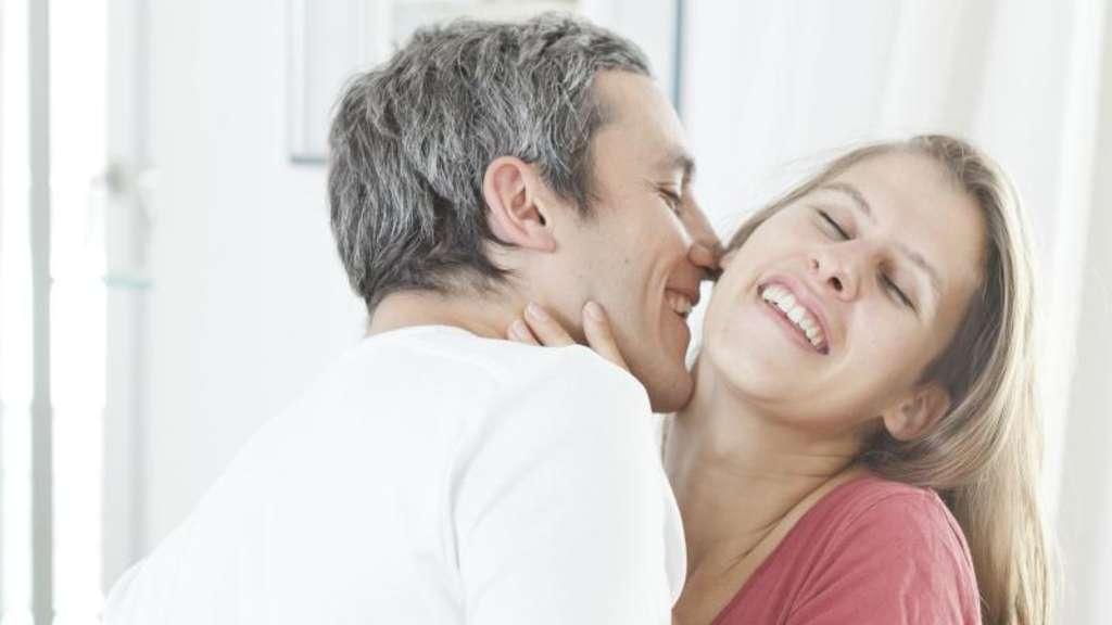 Wie schreibt man eine Eröffnungs-E-Mail für Online-Dating