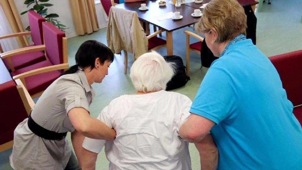 elternteil im pflegeheim wer zahlt