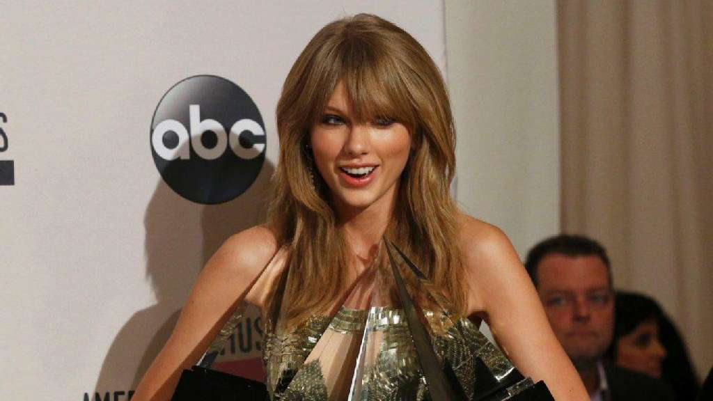Taylor Swift räumt bei Music Awards ab