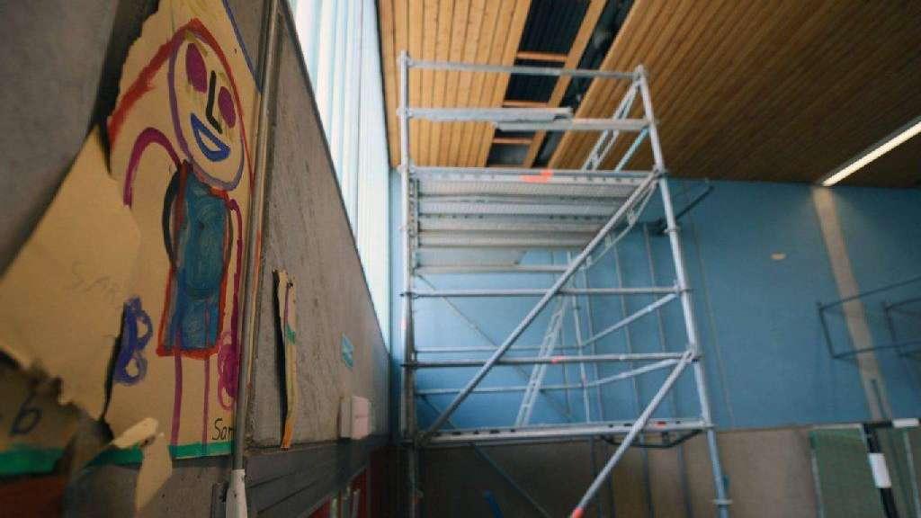 Klettergerüst Turnhalle : Wo ist bloß das bodenloch fürs klettergerüst