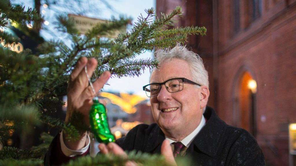 Grüne Gurke Im Weihnachtsbaum.Was Macht Die Gurke Am Weihnachtsbaum Wiesbaden