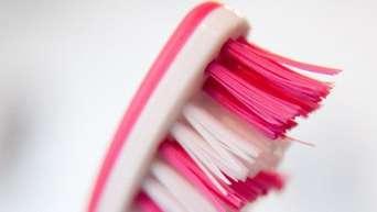 Warum Sie Ihre Zahnbürste regelmäßig wechseln sollten
