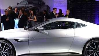 Noch Immer Ein Paar Aston Martin Und James Bond Auto