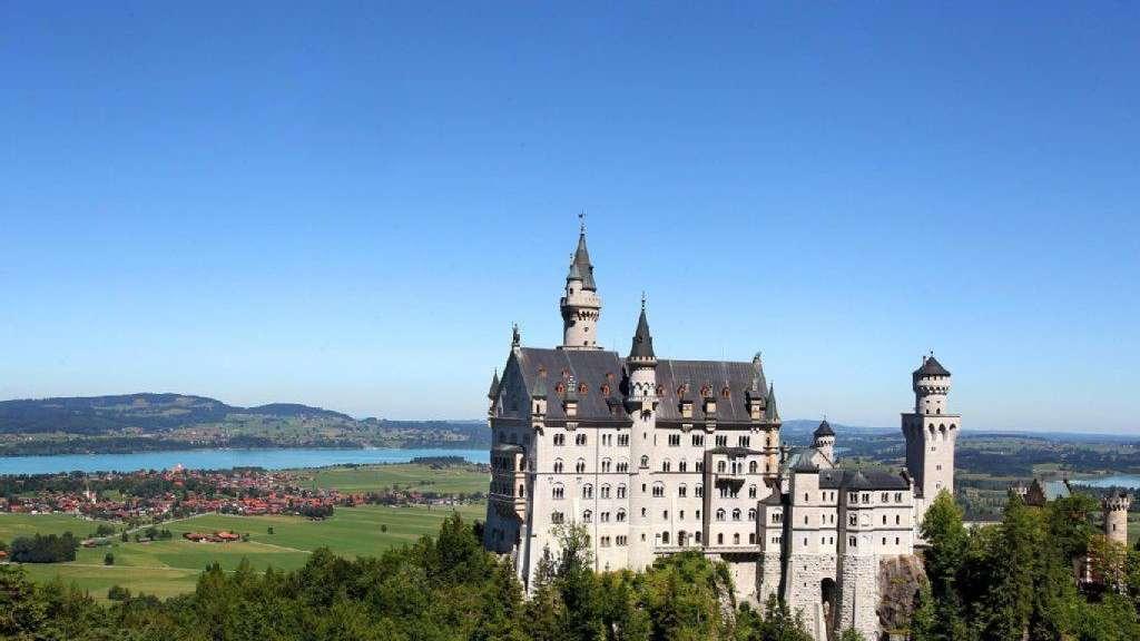 Warum Schloss Neuschwanstein So Viele Touristen In Den Bann