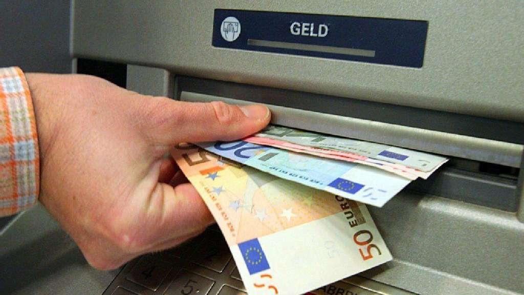 Wer Entscheidet Welche Scheine Der Automat Ausspuckt Geld