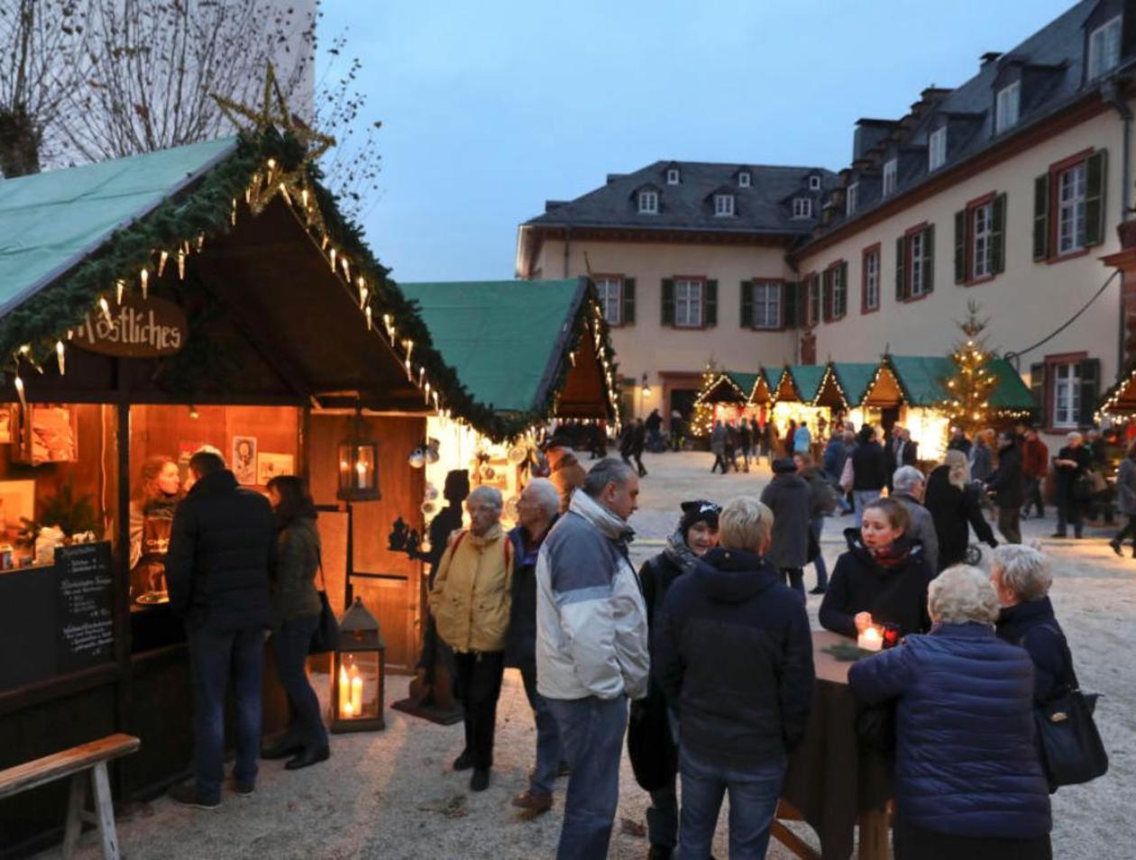Weihnachtsmarkt Bad Homburg.Schweine Am Spieß Hochtaunus