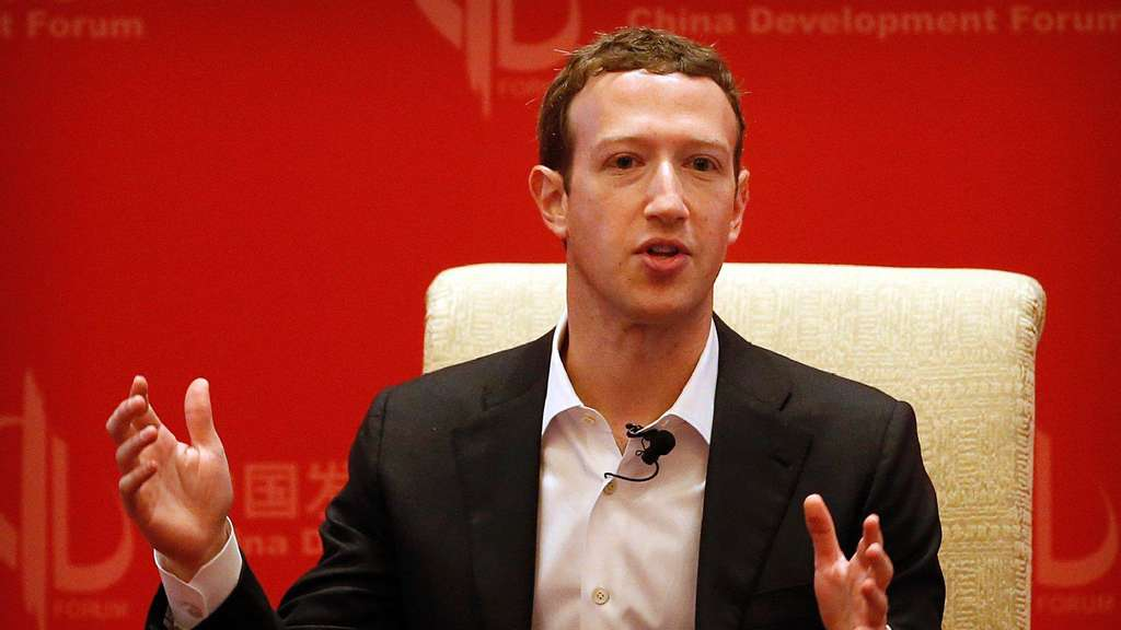 Facebook-Chef Mark Zuckerberg während einer Podiumsdiskussion in Peking.