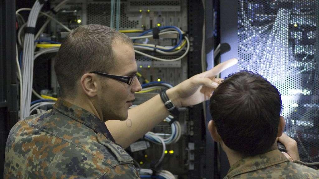 df3842dfe1 Ein ganz normaler Job? Technische Berufe bei der Bundeswehr | Karriere