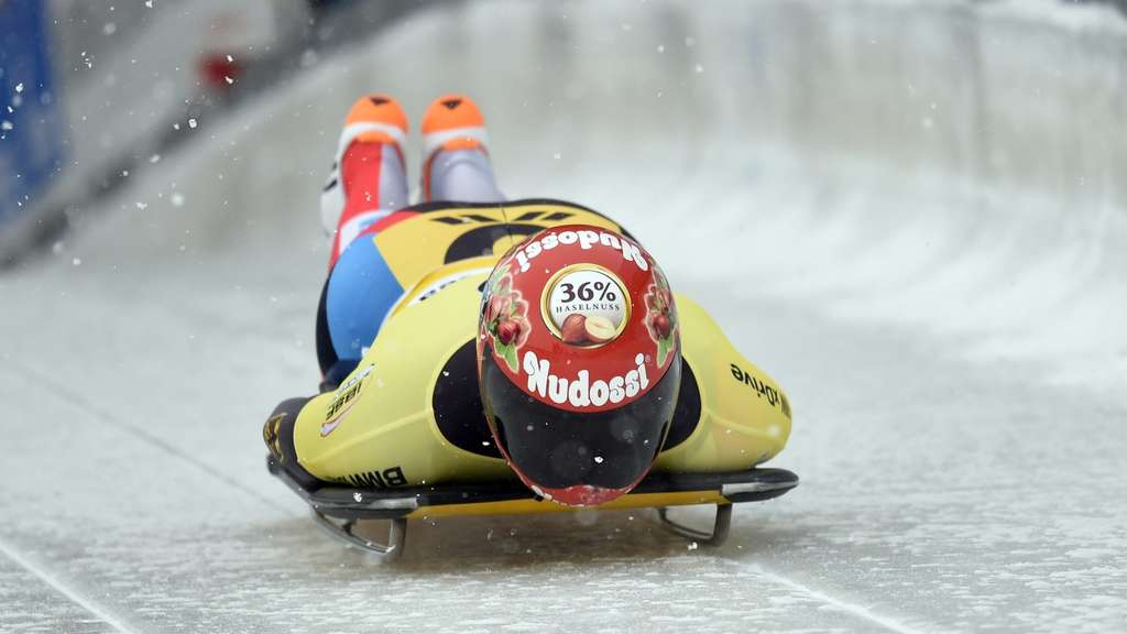 Skeletonpilotin Lölling gewinnt in Winterberg