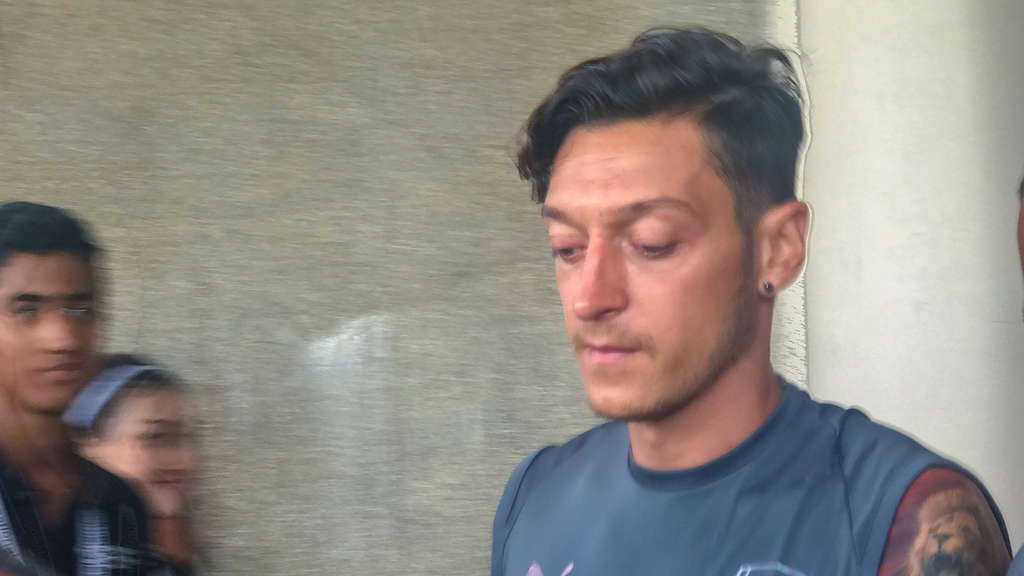 Mesut Özil beim Training in Singapur.