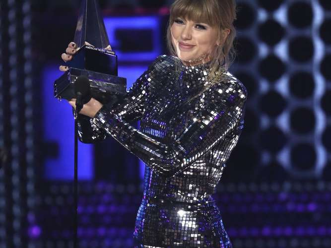 Taylor Swift bei American Music Awards gefeiert