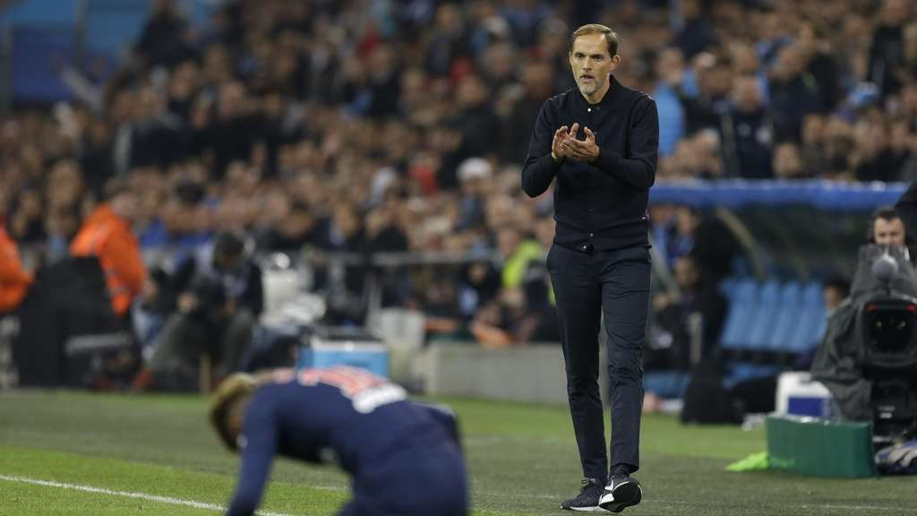 Thomas Tuchel und Paris Saint-Germain müssen in Neapel antreten.