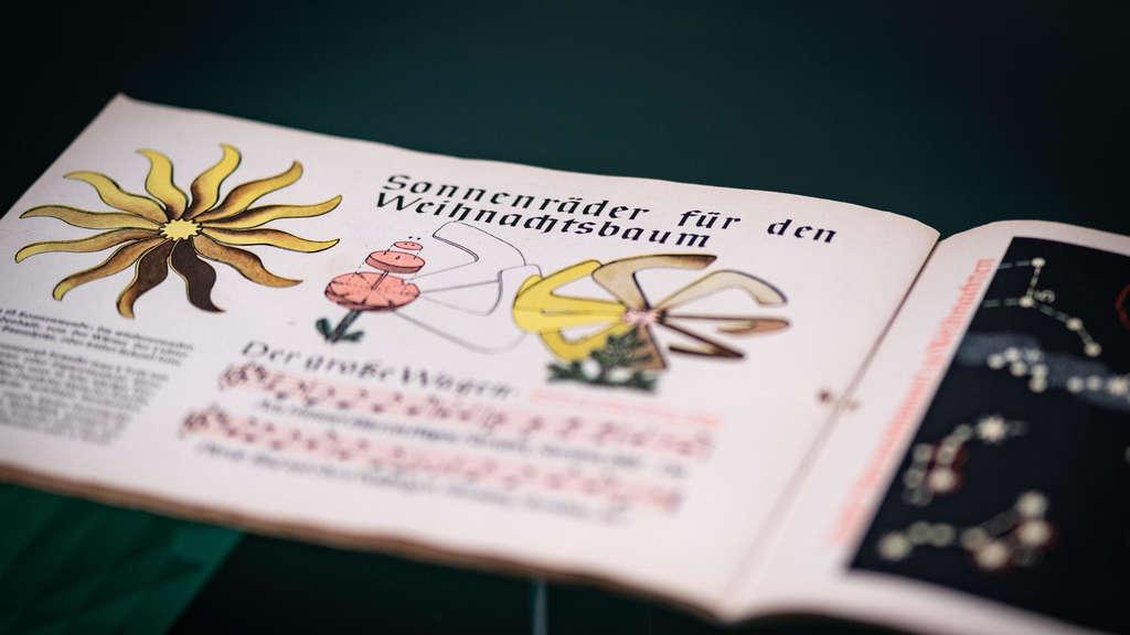 Bibelhaus Erklart Ursprung Der Weihnachtssymbole Evangelische Kirche