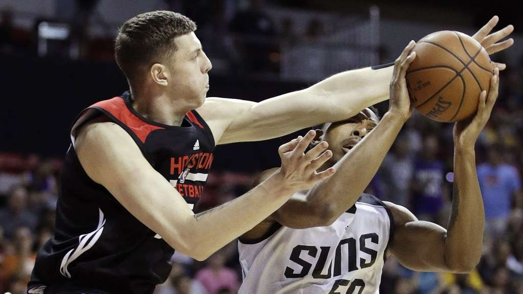 Mit den Houston Rockets unterlag Isaiah Hartenstein bei den Washington Wizards.