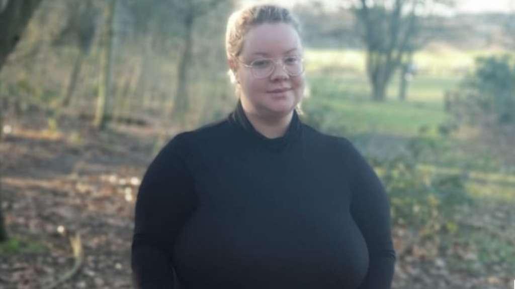 Manchester: Brüste dieser Frau wachsen immer weiter
