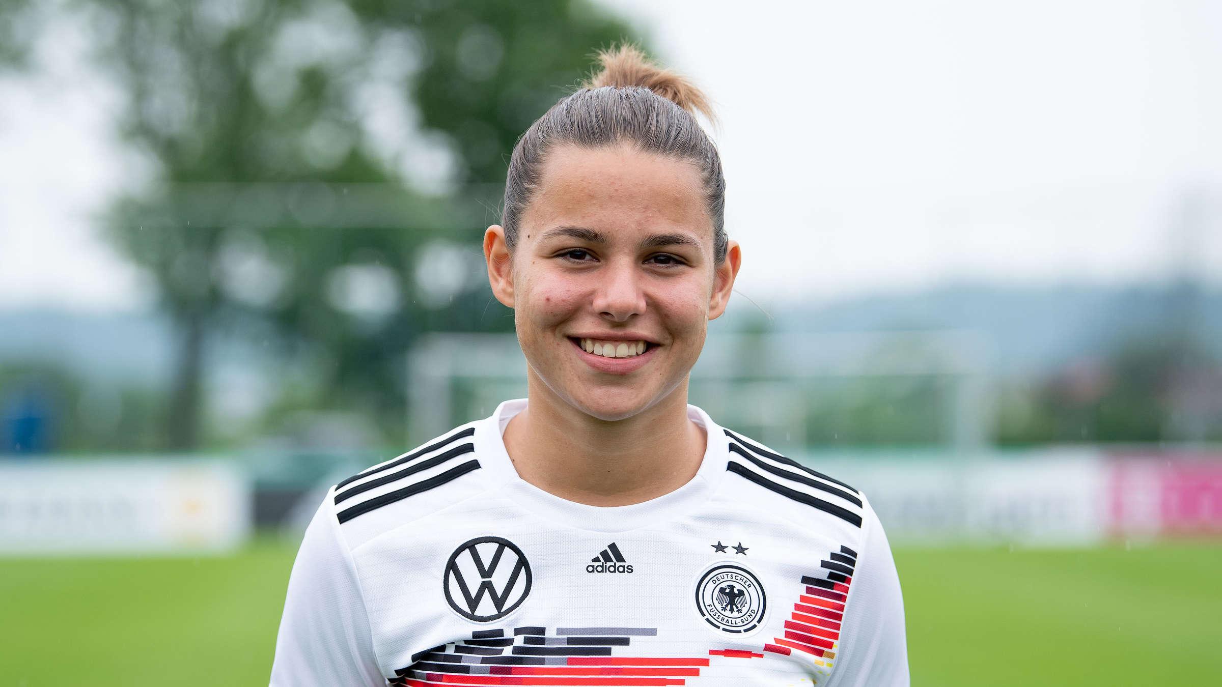 Fußball-WM der Frauen: Lena Oberdorf - die deutsche Überfliegerin in  Frankreich   Fussball
