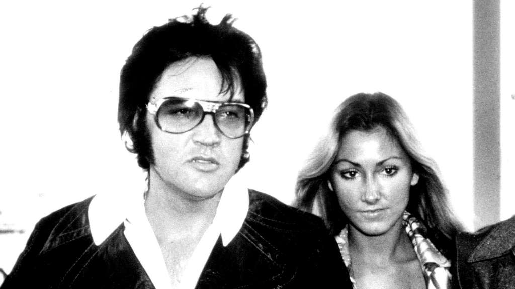 Aug 18 2005 ELVIS PRESLEY AND LINDA THOMPSON IN LAS VEGAS RED WEST BODYGUARD IS PARTLY VISIBLE