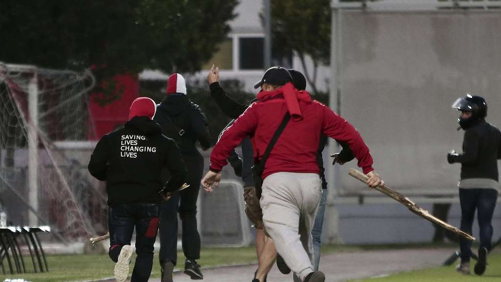 Hooligan-Randale bei Youth-League-Spiel in Piräus.