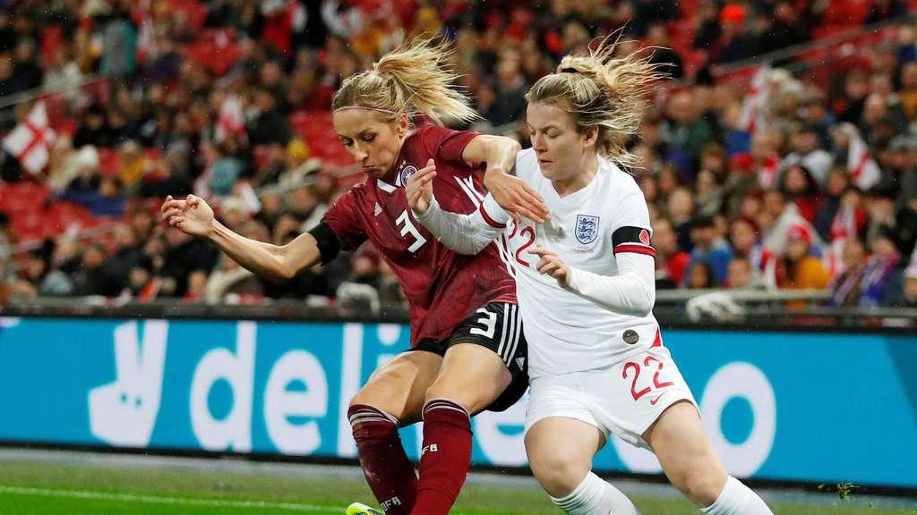 Frauen Nationalmannschaft Wegweiser In Wembley Fussball