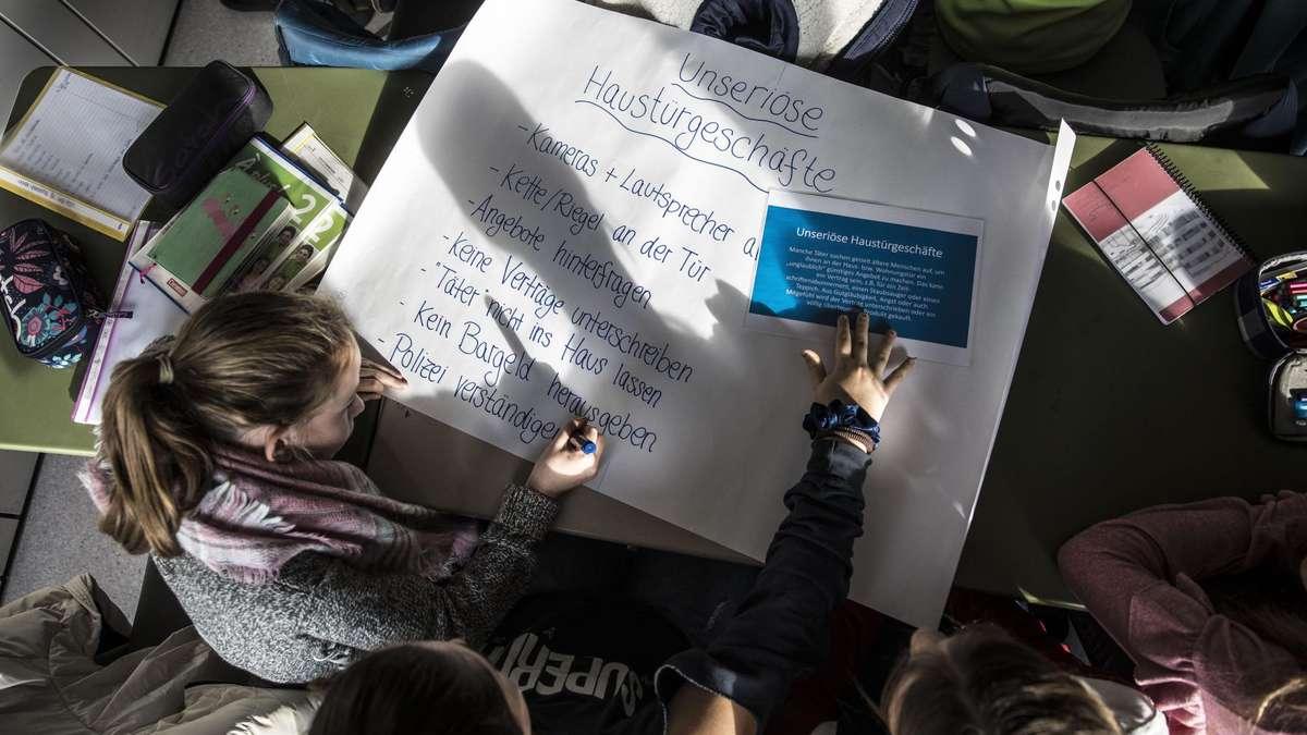 Hofheimer Schüler lernen, wie sie ihre Großeltern vor Trickbetrügern schützen | Hofheim - fr.de