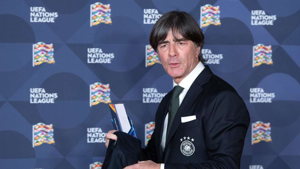 Bestgelaunt in Amsterdam: Bundestrainer Joachim Löw am Rande der Gruppenauslosung der Nations League.
