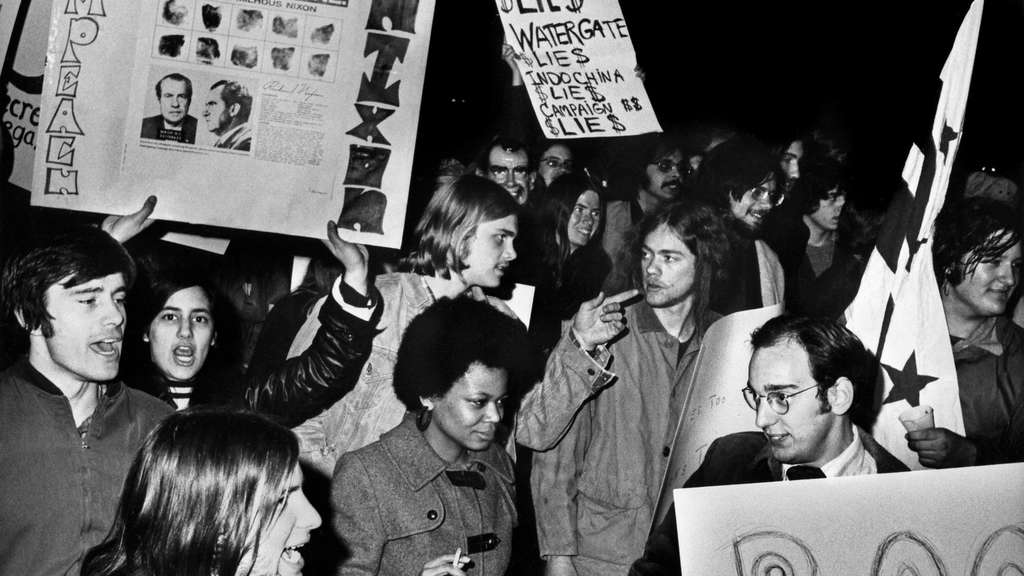 In Delphas Zeit fällt Watergate, hier Proteste Anfang 1974.