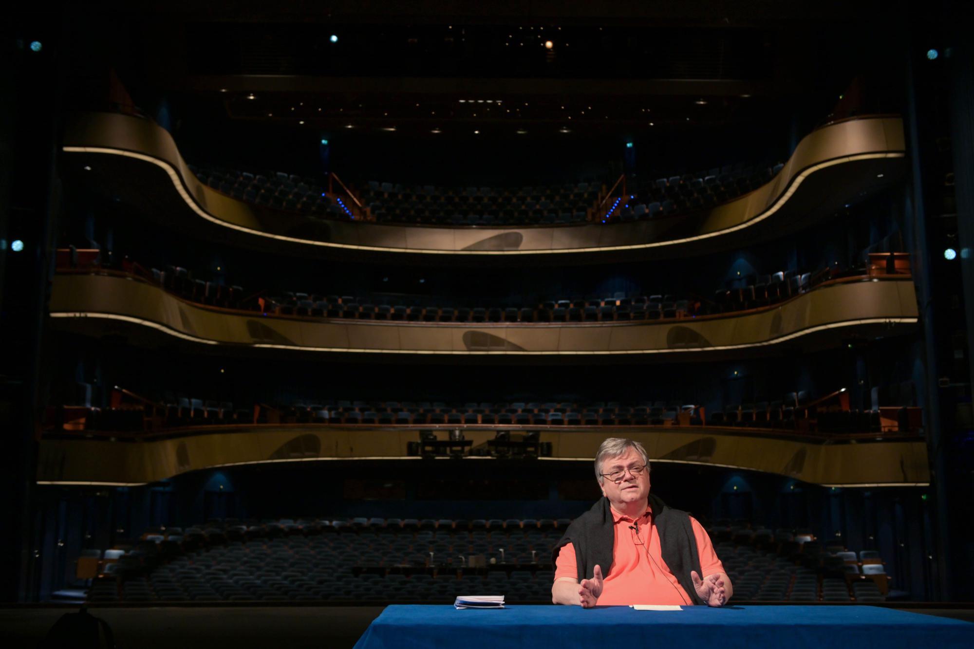 Https Www Fr De Kultur Theater Corona Irre Hupkonzert 13774314