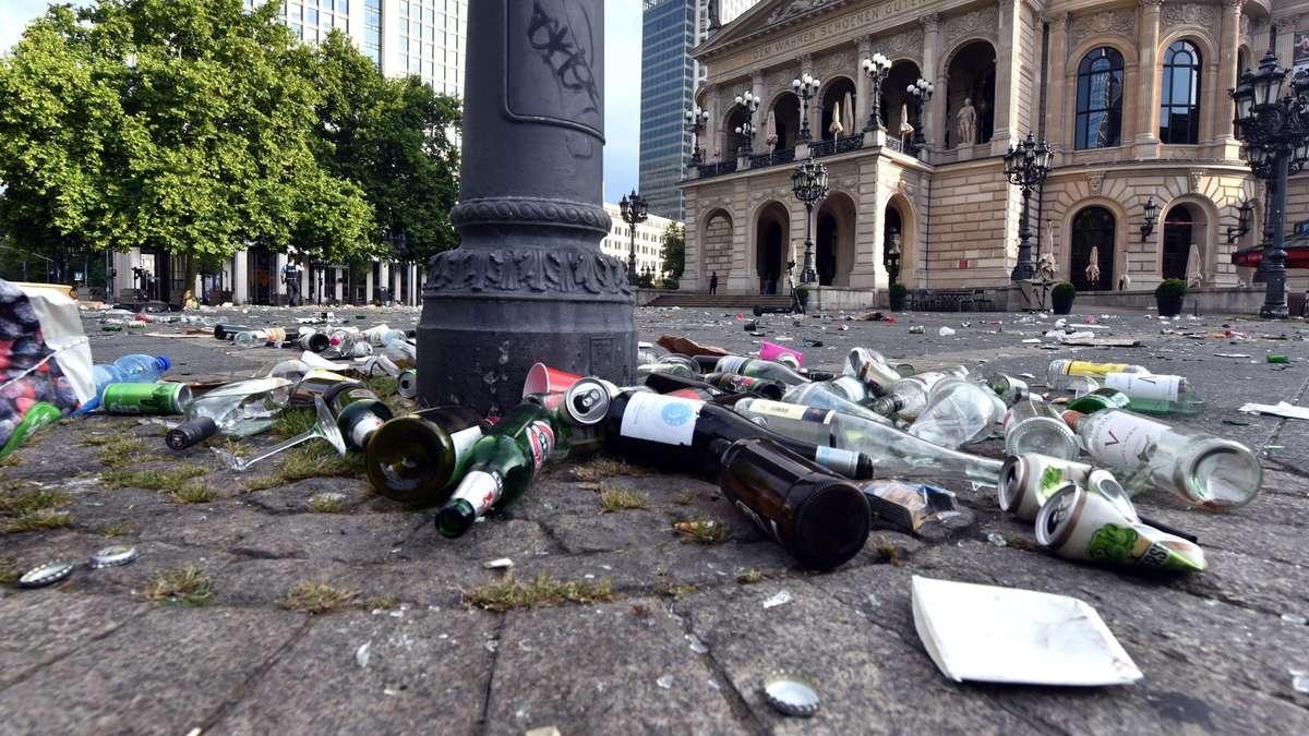 Dezernent für Umwelt und Ordnung wegen Müll in Frankfurt verzweifelt