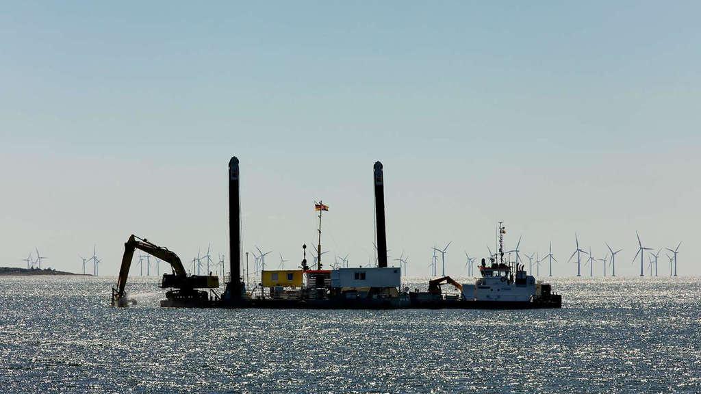 Molenbau für die Fehmarnbeltquerung: Vor der Insel Lolland sollen rund 2,3 Millionen Tonnen Granit das Fundament für einen Arbeitshafen legen. Femern A/S