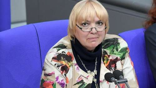 Corona-Desaster in Bayern: Auch Claudia Roth ist betroffen