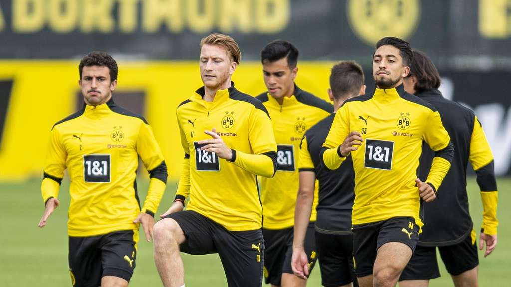 Training von Borussia Dortmund am Trainingsgelände.