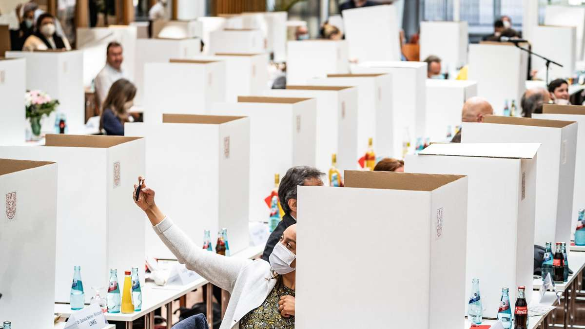Frankfurt Erste Sitzung des Stadtparlaments   Gelächter und Häme ...