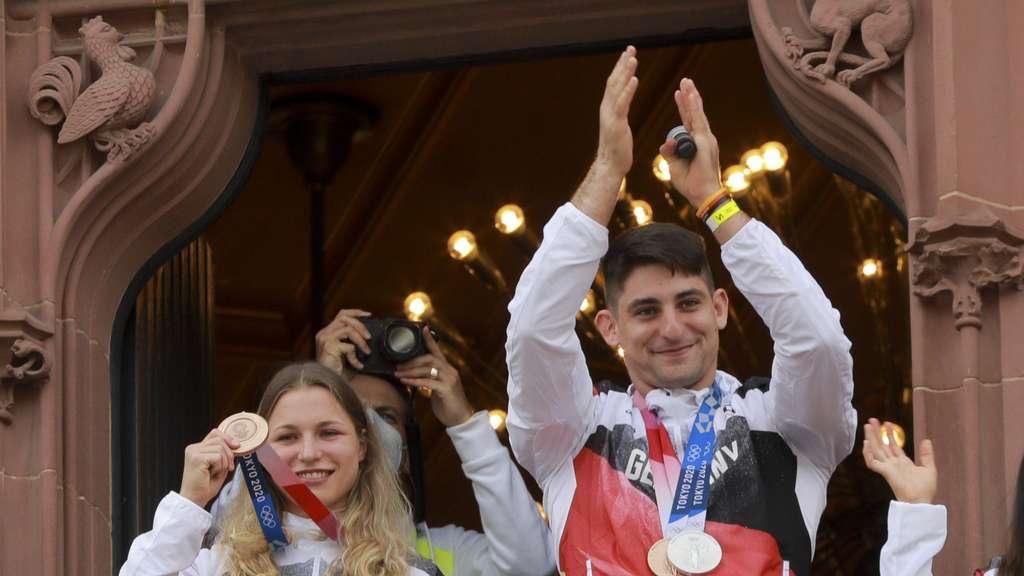Judoka Eduard Trippel (rechts) holte Silber im Einzel und im Mixed-Team unter anderem mit Theresa Stoll (links) die Bronzemedaille.